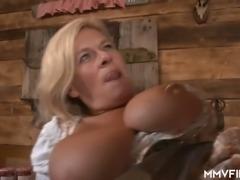 Horn-mad bosomy pub waitress Maria Montana sucks strong fat cock