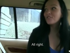 Perverted girlfriend serves her boyfriend right in the car