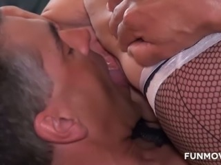 This mature tramp loves 69ing and what a huge butt she's got