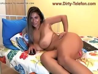 Webcamgirl mit Riesen Titten Pussy Tattoo Liebeskugel in der Fotze