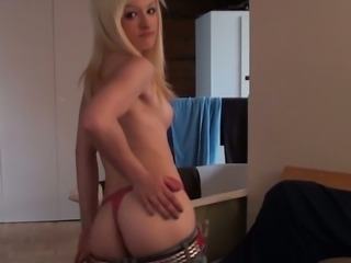This blonde camgirl has a sexy ass and I love how she looks naked
