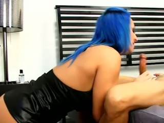 Blue haired vixen Raven Black is good in bed and likes to take control