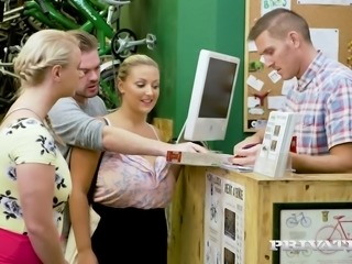 Huge breasted blonde Bambi Bella tries to get discount while fucking with dudes