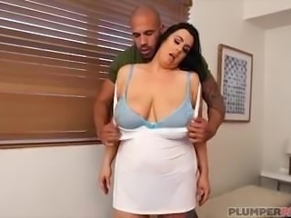 Curvy MILF Kat Bailey Gets Boned in Miami