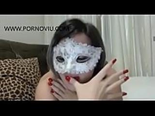 Gatinha deliciosa arreganhando a bunda gostosa - WWW.PORNOVIU.COM