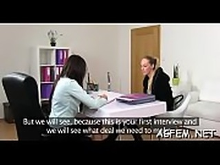 Female agent knows how to have a pleasure sex
