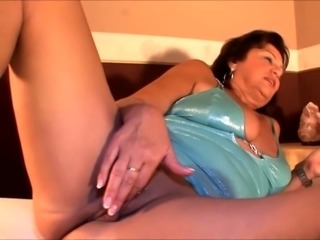 Chunky mature wife fingers and toys her juicy slit to orgasm