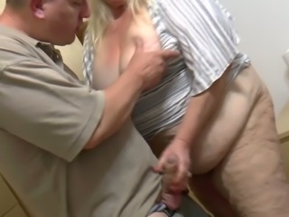This BBW slut is an absolute atomic bomb and she loves sucking dick