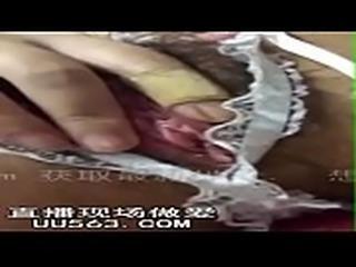 真实;高冷女神穿护士装拿道具自慰,手指都抠破了她的QQ; 裸聊直播 UU563.COM