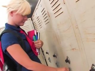 Kelly Surfer get bullied in the locker room Jamey Janes