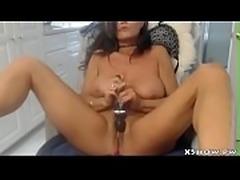 Horny Cougar Slut Cumming On Camshow
