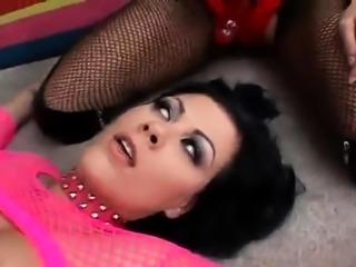 Rude lesbian fuck with Harmony and Jezebelle Bond