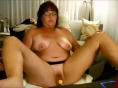 Emery Webcam Chatting and Stripping