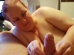 Sie hat Spass beim Handjob