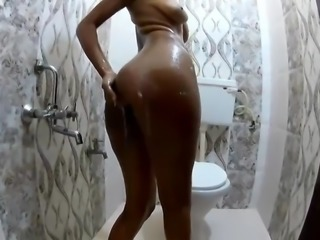 hot aunty making bathing video all wet juicy fig