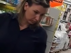 Upskirt in supermarket mom with round ass