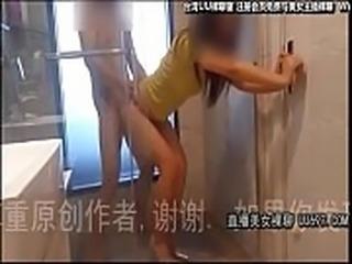 带情人到酒店一起洗澡一边吃鸡巴,洗完床上接着插-美女做爱直播 UU697.COM