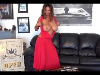 Beauty milf Petra strips