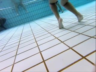 beurette francaise bon cul  piscine