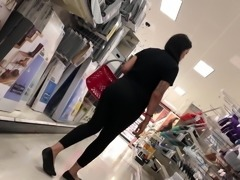 Lady mature big ass in leggings