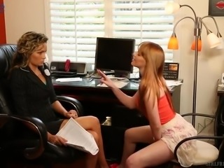 Attractive buxom lesbian Marie McCray gets horny and works on twat