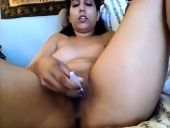 Solo pissing brunette toying her pussy