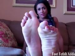 You will love worshiping my feet