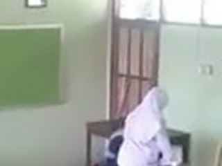 Hijab Frau in Schul Klasse