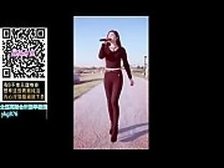 不住 国产第一约炮裸聊看片手 机应用APP  http://kks.me/aDtBx  复制网址到手机浏览器打 开 APP客服微信ykg876呻吟了一声,双腿高高架起,从上面环绕着我的背部,我的身体完全被她&ldquo_锁住&rdquo_,我憋住气,腰部猛地一发力,鸡