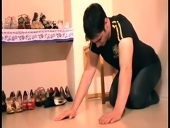 Dominant Brats crush hands of slaves with heels