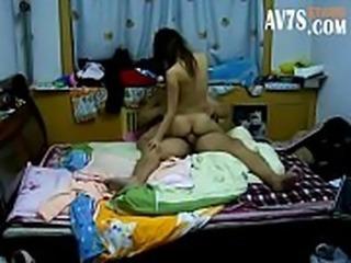 小夫妻周末在房间性爱 更多男人想要的  加我威信Nb7 7 ① 8 8