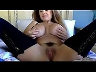 Hot milf lives playing her pussy on cam