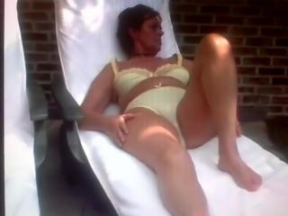 Maria Simons gaat naakt