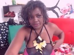 Ebony camwhore exposes her big areolas