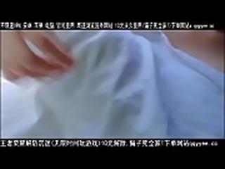【精品】骚逼在火车上大胆露出 想含住她的乳头