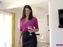 Amazing bosomy MILF Reagan Foxx makes her sexy booty bounce on dick