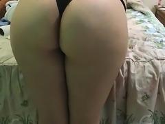 Novia mueve el culo para los amigos (Cuckold) PAWG