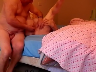 Fingering Clit to Squirt