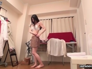 After being tenderly fingered lusty buxom Japanese hoe Yuuki Fuwari gives head
