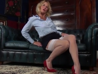 Zealous Molly Maracas is lusty cougar who loves masturbation so much