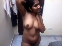 Andra aunty possing to bf hot 2