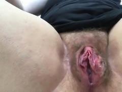 La signora masturba la sua bella fica slabbrata