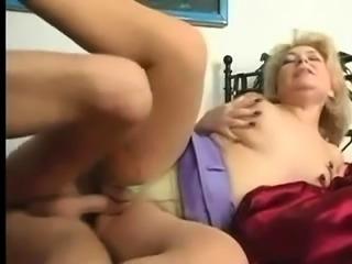 Busty vintage slut gives blowjob