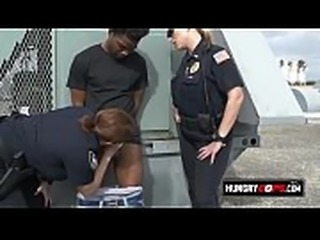 Criminal busted and sucked by the cops