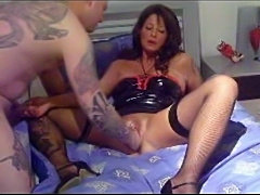 Amateur Milf fisting and footing!