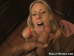 Chk out my hot wife carolyn suck this hot in this amazing video
