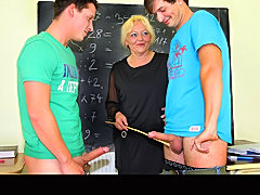 Mature teacher on a lesson on fucking