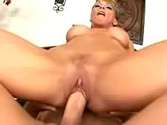 Mature milf gets fucked on bed and recevies nice facial