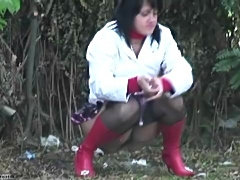 Smoking Fetish - Girl pissing and smoking