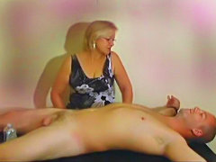 Mature whore uses her magical hands